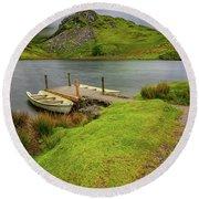 Llyn Y Dywarchen Boats Snowdonia Round Beach Towel