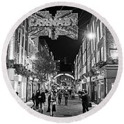 London Nightlife Carnaby Street London Uk United Kingdom Black And White Round Beach Towel