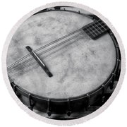 Old Mandolin Banjo In Black And White Round Beach Towel
