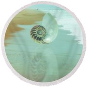 Shell Reflections In The Sand In The Soft Dawn Round Beach Towel