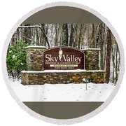 Sky Valley Georgia Welcome Sign In The Snow Round Beach Towel
