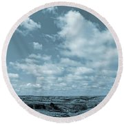 Slope County And Sky Round Beach Towel