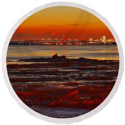Sunset On The Still Frozen Upper Niagara River Round Beach Towel