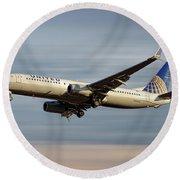 United Airlines Boeing 737-824 Round Beach Towel