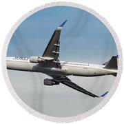 United Airlines Boeing 767-322 Round Beach Towel