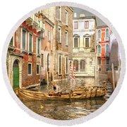 Venice The Little Yellow Duck Round Beach Towel