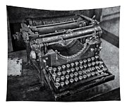 Old Fashioned Underwood Typewriter Bw Tapestry