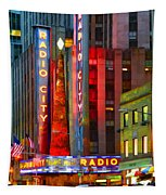 Slice Of Life Nyc-holiday Hustle Tapestry