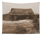 Old Barn In Oregon Tapestry