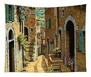 Un Passaggio Tra Le Case Tapestry