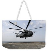 An Mh-53e Sea Dragon Prepares To Land Weekender Tote Bag