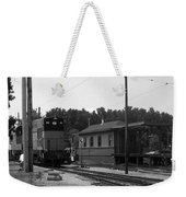 760 Passing The Yard House Bw Weekender Tote Bag
