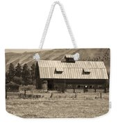 A Barn Near Ellensburg Wa Bw Weekender Tote Bag