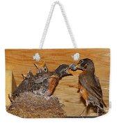 Baby Robins Feeding  An5141-14 Weekender Tote Bag