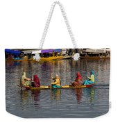 Cartoon - Ladies On A Wooden Boat On The Dal Lake With The Background Of Hoseboats Weekender Tote Bag