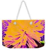 Crisantemo Dorado Weekender Tote Bag