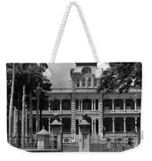 Hawaii's Iolani Palace In Bw Weekender Tote Bag