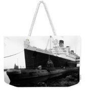 Morning Fog Russian Sub And Queen Mary 01 Bw Weekender Tote Bag