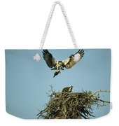 An Osprey Carrying A Fish Back Weekender Tote Bag