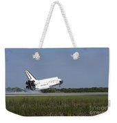Space Shuttle Discovery Lands On Runway Weekender Tote Bag