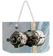 Iss Expedition 11 Crew Arriving Weekender Tote Bag by NASA / Science Source
