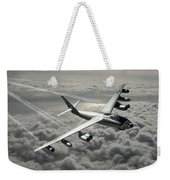 B-47e Stratojet With Contrails Weekender Tote Bag