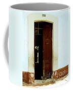 Dos Puertas Con Dos Gatos Coffee Mug