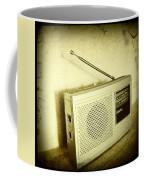Old Radio Coffee Mug by Les Cunliffe