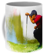 Tiger Woods Lines Up A Putt On The 18th Green Coffee Mug