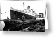 Morning Fog Russian Sub And Queen Mary 02 Bw Greeting Card