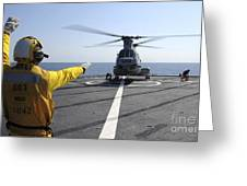 Boatswain's Mate Directs A Ch-46 Sea Greeting Card