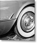 1954 Chevrolet Corvette Wheel Emblem -159bw Metal Print