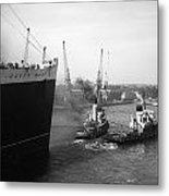 Queen Mary Docking At Southampton In England Metal Print