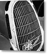 1935 Alfa Romeo 8c-35 Grille Emblem -0006bw Metal Print