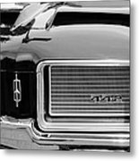 1972 Oldsmobile 442 Grille Emblem Metal Print