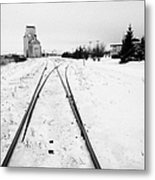 Cn Canadian National Railway Tracks And Grain Silos Kamsack Saskatchewan Canada Metal Print