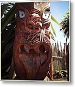 Maori Carving Metal Print by Les Cunliffe