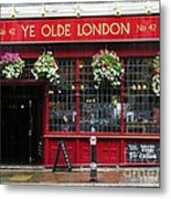 A Rainy Day In London Metal Print by Mel Steinhauer
