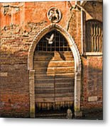 Archway With Bird In Venice Metal Print