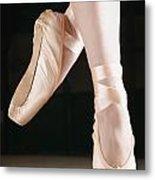 Ballet Dancer En Pointe Metal Print by Don Hammond
