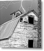 Black And White Old Barn Lightning Strikes Metal Print