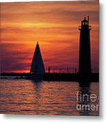 Boats Entering The Channel At The Muskegon Lighthouse Metal Print