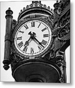 Chicago Macy's Marshall Field's Clock In Black And White Metal Print