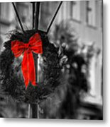 Christmas Wreath In Charleston Metal Print