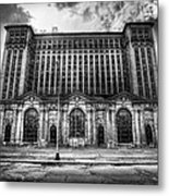 Detroit's Abandoned Michigan Central Train Station Depot In Black And White Metal Print
