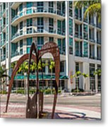 Duenos Do Las Estrellas Sculpture - Downtown - Miami Metal Print by Ian Monk