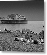 Holiday Makers On Brighton Beach Metal Print