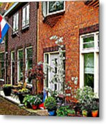 Homes Along The Canal In Enkhuizen-netherlands Metal Print