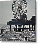 Lovers And A Surfer At Pleasure Pier Metal Print