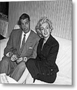 Marilyn Monroe And Joe Dimaggio Metal Print